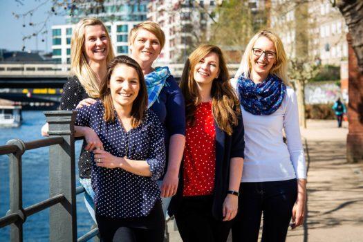Team der zentralen Reservierung bei den LINDEMANN HOTELS® in Berlin