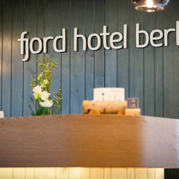 Das Front Office im fjord hotel berlin bei den LINDEMANN HOTELS®!